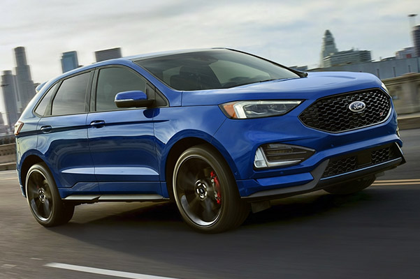 ford Edge drivign along a highway