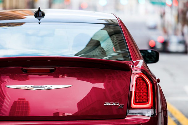 2019 Chrysler 300 Specs, Performance & Safety Features