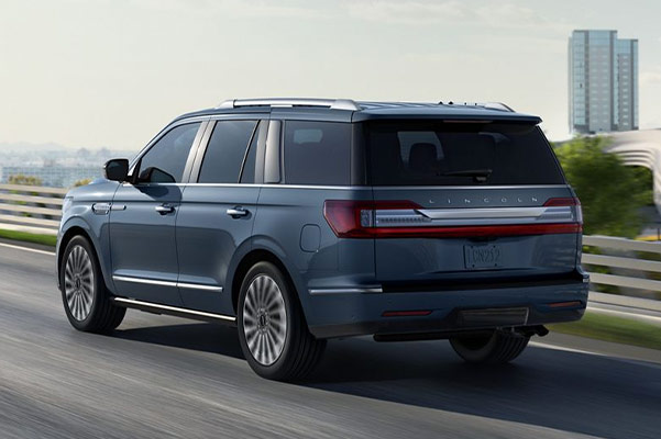 2019 Lincoln Navigator Specs & Safety Features
