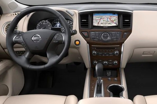 2019 Nissan Pathfinder Interior & Technology