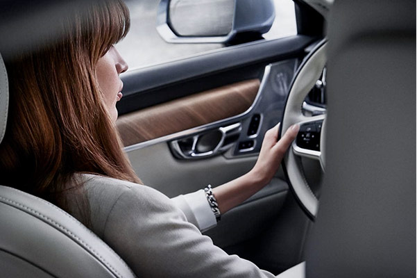 2019 Volvo S90 Interior & Technology Features
