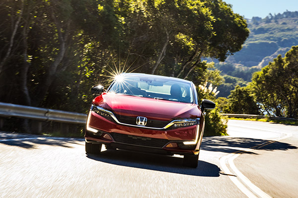 2020 Honda Clarity in action