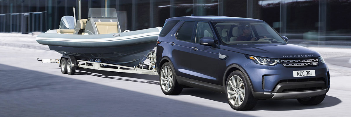 Land Rover Discover towing boat.