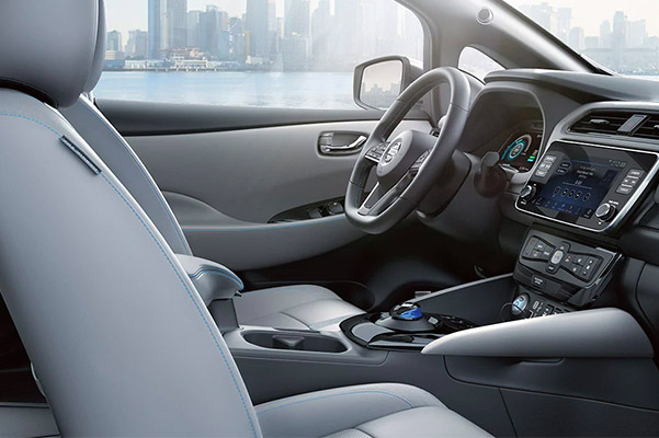 2020 Nissan LEAF font seats and dashboard