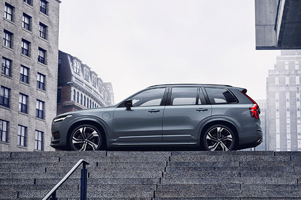 Side view of a 2021 Volvo XC90 up a set of concrete steps