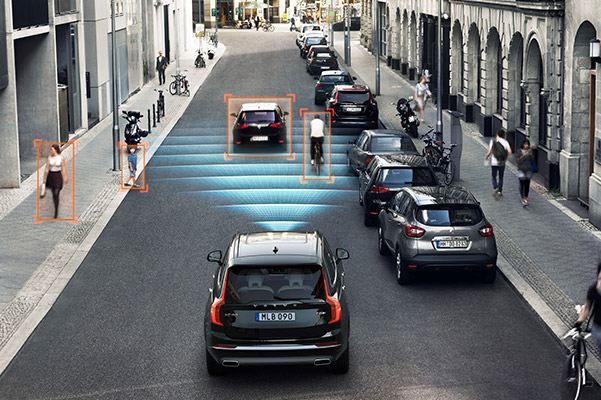 2021 Volvo XC90 Blindspot Technology in action down a busy city street