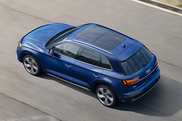 2021 Audi Q5 top 3/4  on highway