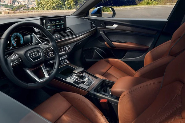 2021 Audi Q5 interior dashboard