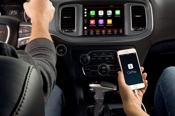 STANDARD APPLE CARPLAY® AND ANDROID AUTO™
