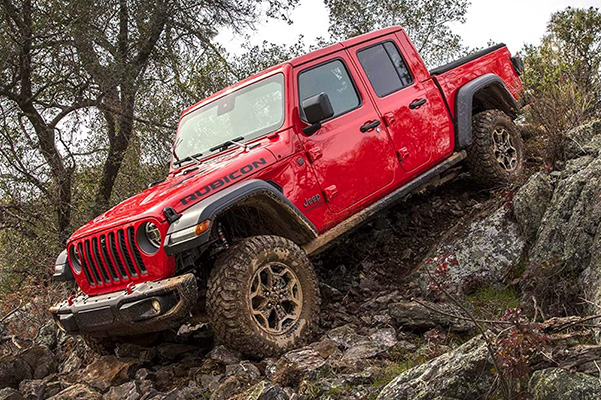 2021 Jeep Gladiator driving off road through mud