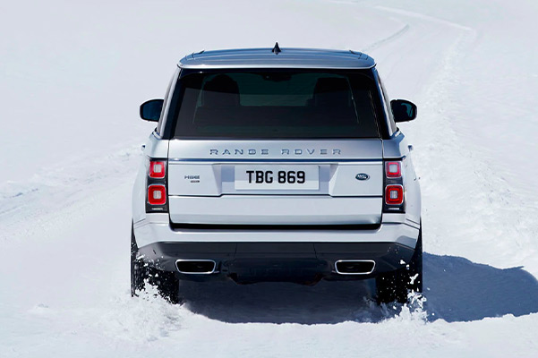 2021 Range Rover driving through unpaved snow