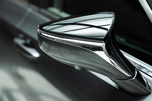 Close up of a side view mirror on the 2021 Lexus ES
