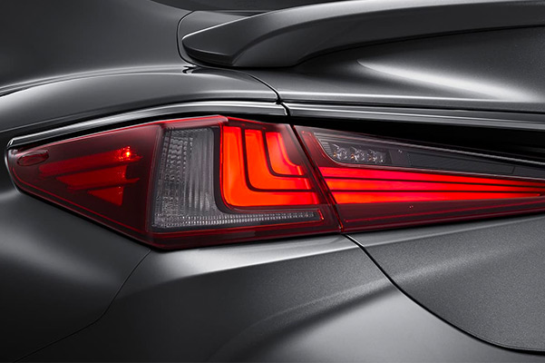 Close up of the tail light on a 2021 Lexus ES