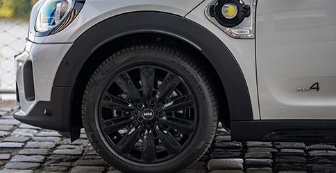 2021 MINI Countryman close up of front tire