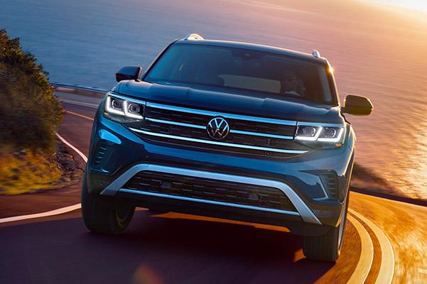 2021 Volkswagen Atlas front view