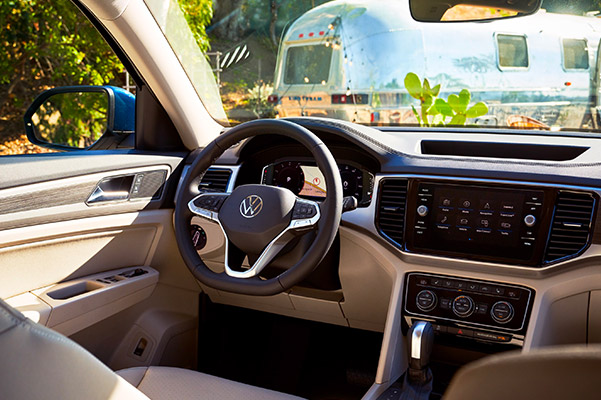2021 Volkswagen Atlas interior dashboard view