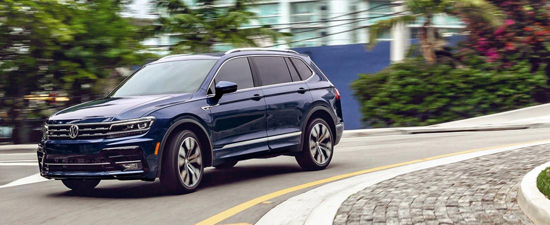 2021 Volkswagen Tiguan turning corner