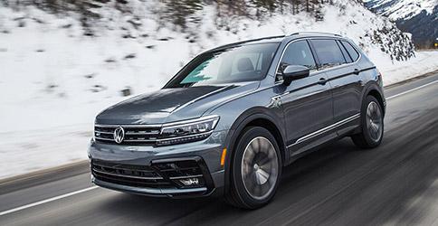 2021 Volkswagen Tiguan driving on snowy road