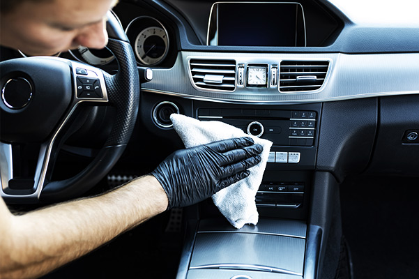 Cleaning the interior of the car with a microfiber cloth